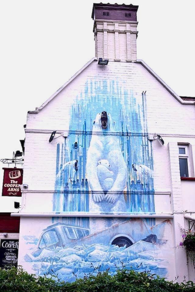Artista de rua critica mudança climática e fascismo com murais