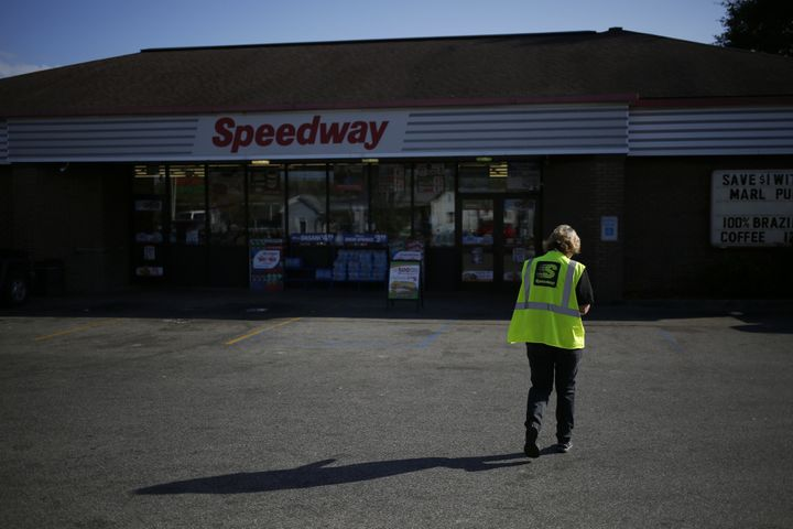 An employee walks through the parking lot of a Marathon Petroleum Corp. Speedway gas station in Huntington, West Virginia, in 2016. Marathon Petroleum Corp. paid its CEO 935 times more than it paid its median employee in 2017, according to a new disclosure.