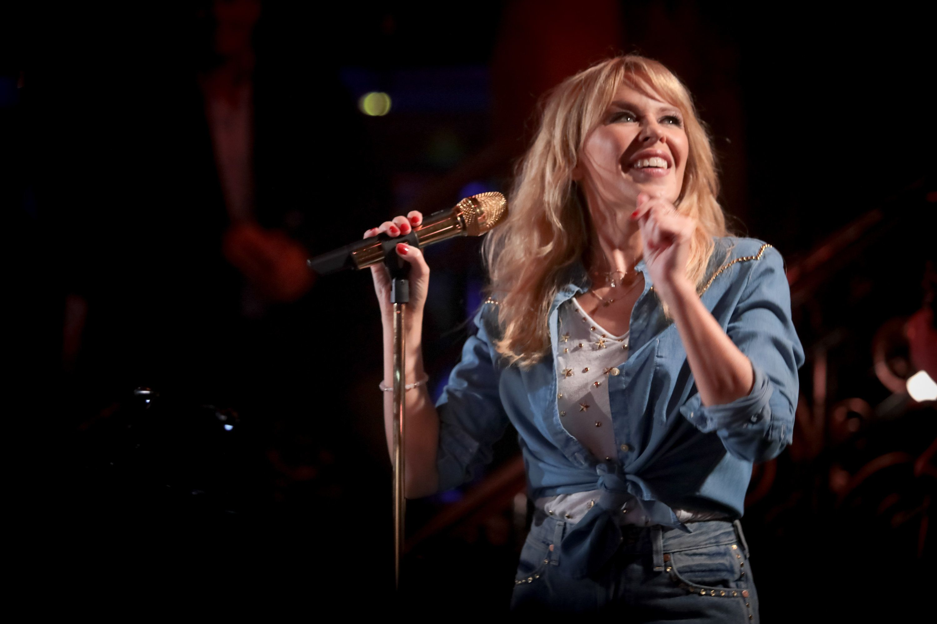 Kylie Minogue Proves She Still Has The Golden Touch At Café de Paris Underplay Gig - HuffPost
