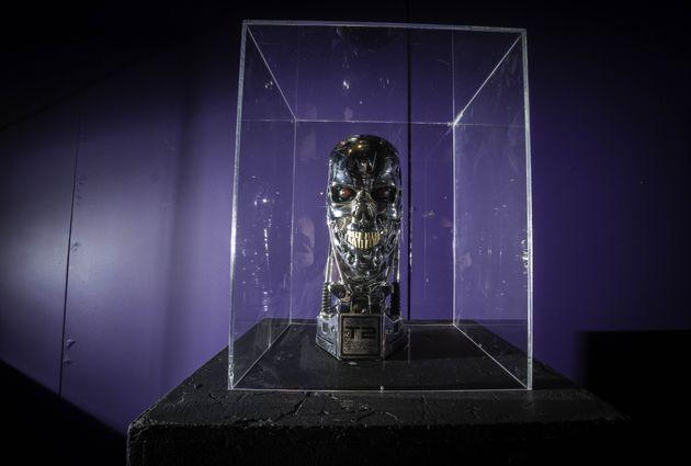 Το επιστημονικό έργο του Στίβεν Χόκινγκ και οι τρεις μεγάλοι του φόβοι για την