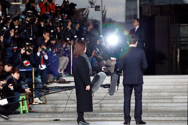 검찰에 출석했던 전직 대통령의 조사 태도를