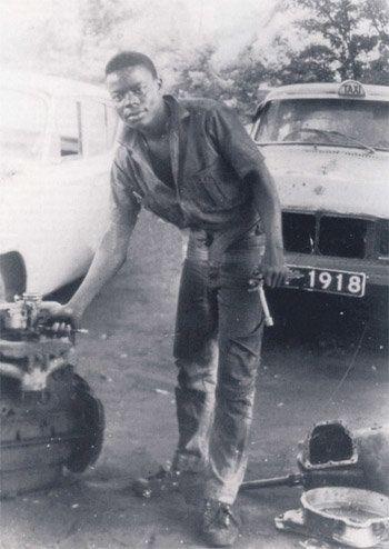 In den 1980ern wurde Céphas Bansah Landmaschinen- und Kfz-Mechaniker und eröffnete seine...
