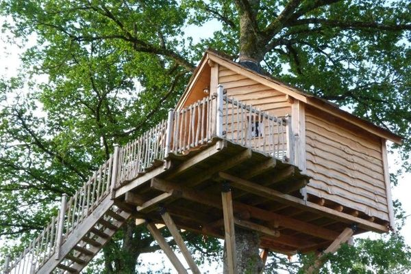 This panoramic treehouse provides a gorgeous view of the Corrèze landscape, and provides and escape for thos