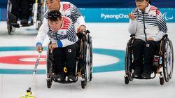 휠체어 컬링 대표팀이 중국전에서 선보인 엄청난 샷들 (영상)