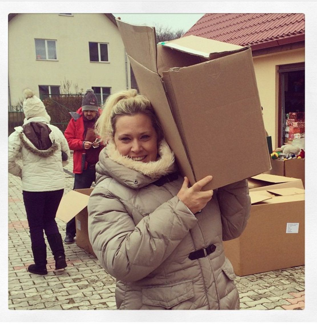Volunteer Goes Above And Beyond To Bring Joy To Vulnerable Romanian Kids