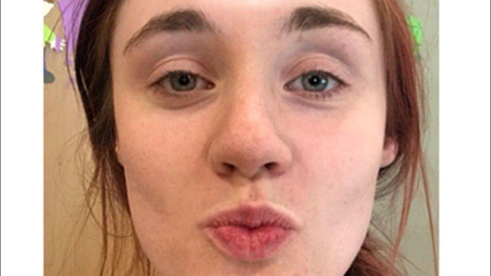 Junge Frau schickt ihrem Freund ein Selfie – daraufhin glaubt er, in einem Albtraum zu stecken