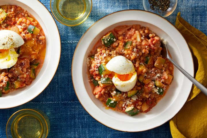 "One of Blue Apron's many tasty Mediterranean recipes: <a href=""https://www.blueapron.com/recipes/fregola-sarda-pasta-in-zesty-tomato-sauce-with-sauteed-kale-goat-cheese"" target=""_blank"">fregola sarda pasta</a> in zesty tomato sauce with fennel and goat cheese."