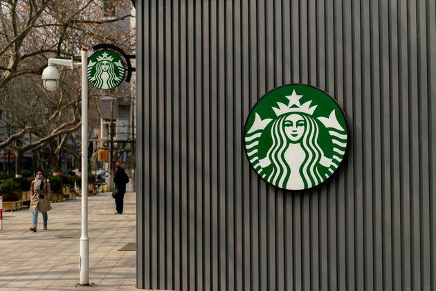 영국 스타벅스가 특정 직업 종사자에게 평생 10%를 할인해 주기로