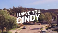 Γιατί η Cindy Crawford χορεύει στη μέση του