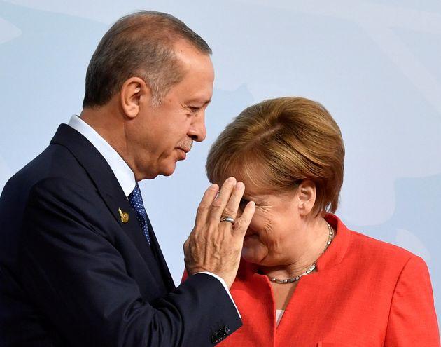 Τηλεφωνική επικοινωνία Μέρκελ-Ερντογάν για την καταπολέμηση της
