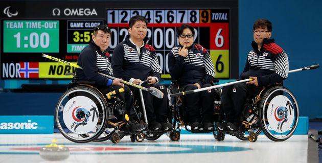 4강에서 아쉽게 패배한 휠체어컬링 대표팀의