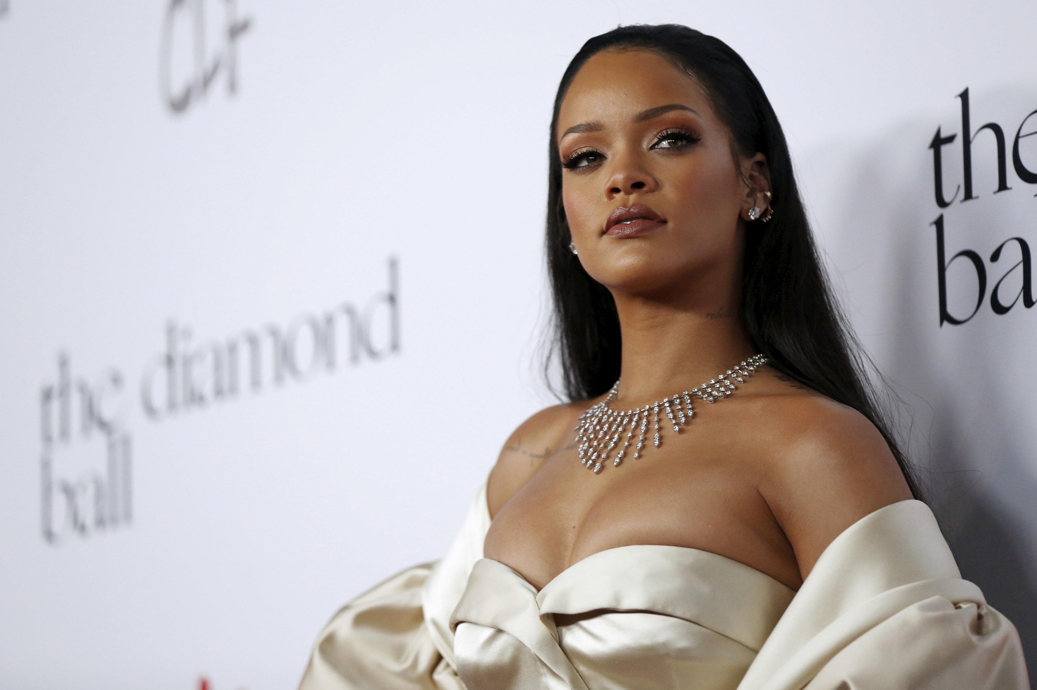 Η απάντηση της Rihanna στην προκλητική διαφήμιση του Snapchat για τον ξυλοδαρμό από τον Chris