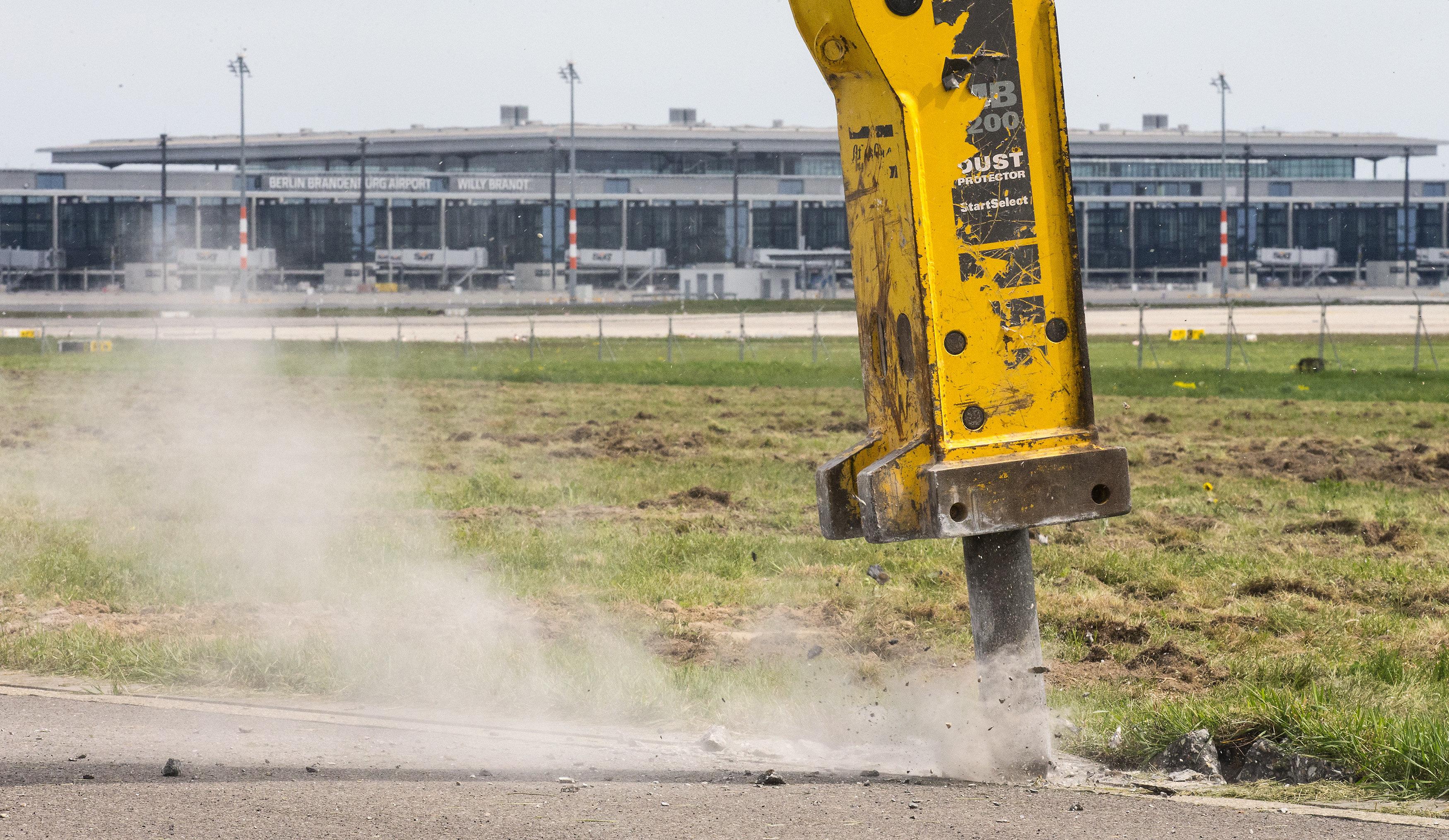 Lufthansa glaubt doch nicht an Abriss des BER
