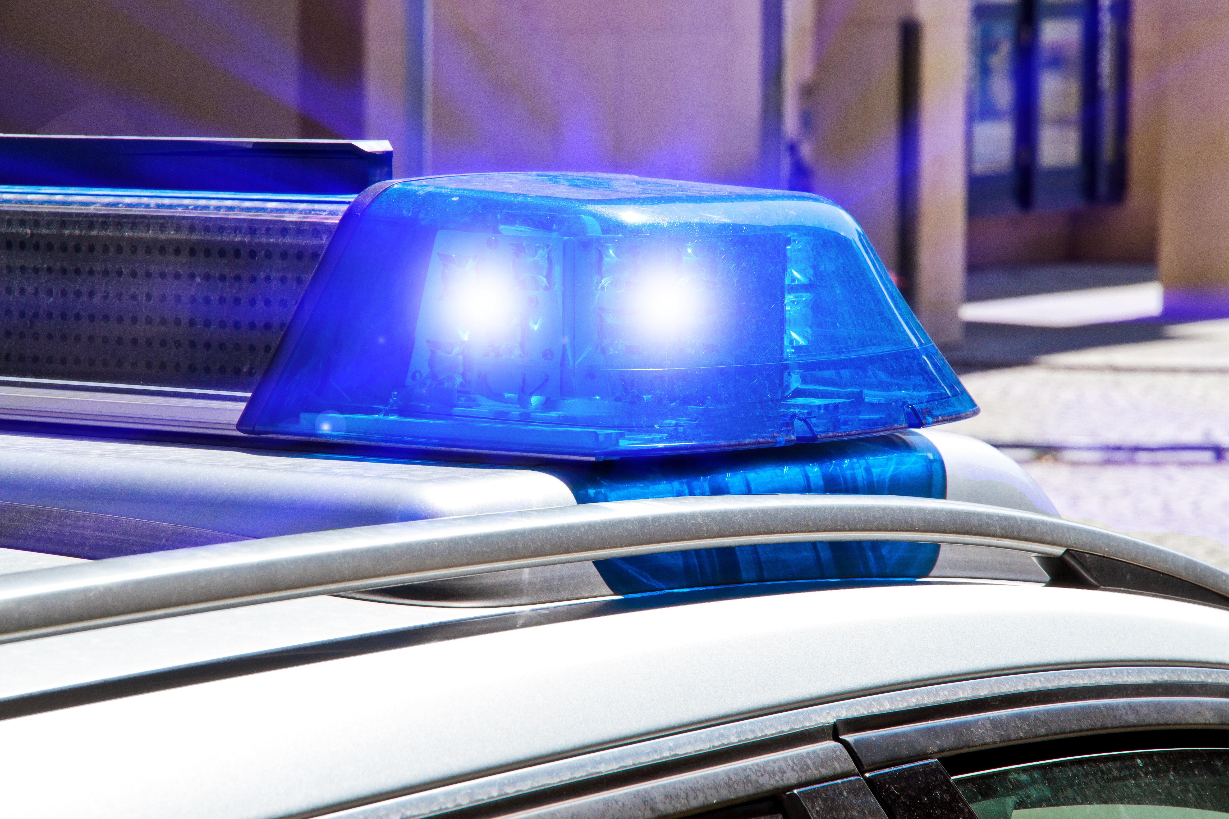 Strafanzeigen Sohn baut Unfall - Vater bedroht die Rettungskräfte