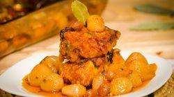 Μπακαλιάρος στο φούρνο με σταφίδες και κρεμμυδάκια για