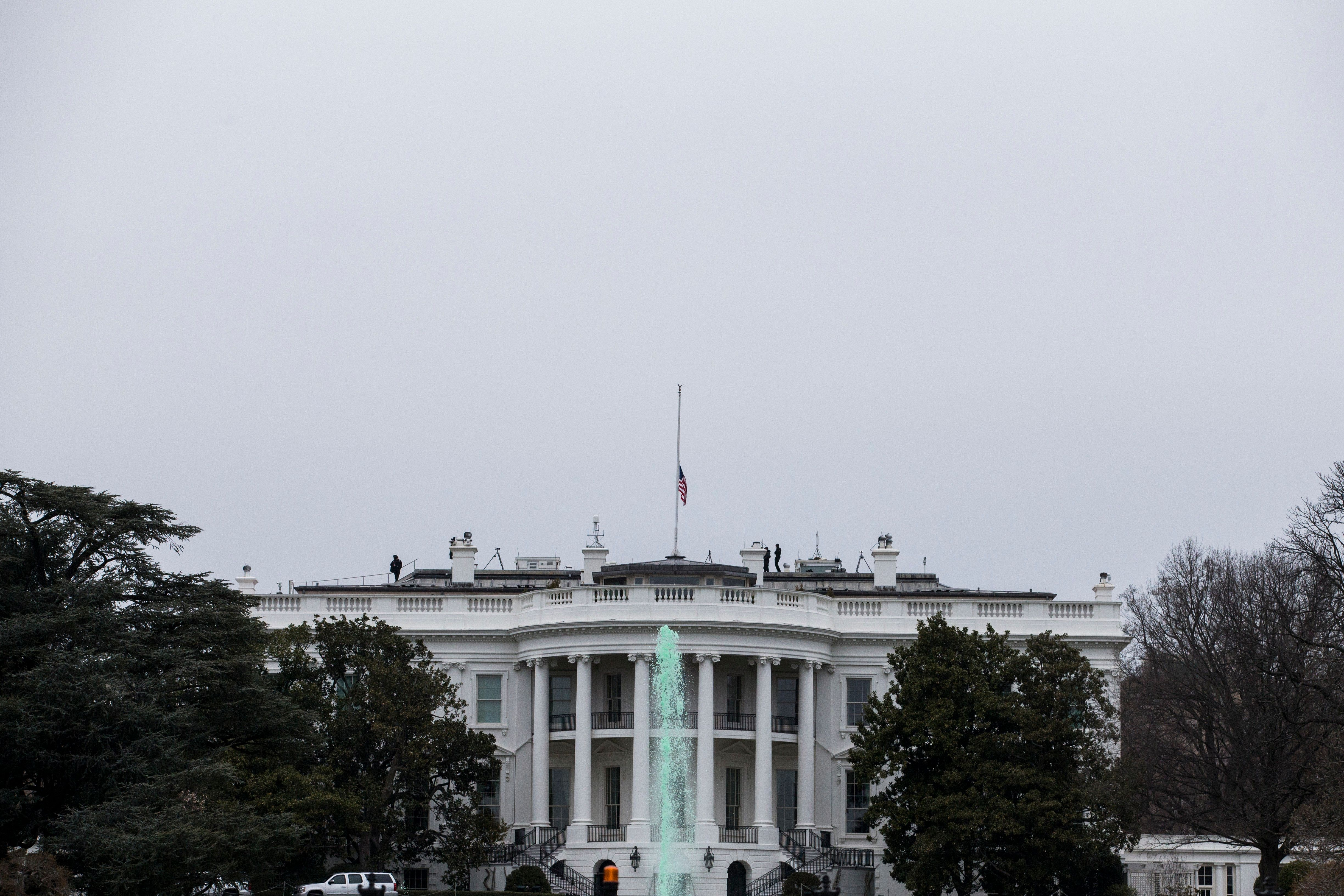 Washington Post: Εργαζόμενοι στον Λευκό Οίκο αναγκάστηκαν να υπογράψουν συμφωνίες