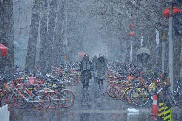 시진핑이 재선출 된 날 베이징에 내린 '상서로운' 눈의