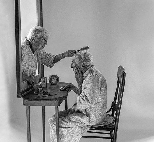 Η 94χρονη Elia βιώνει την άνοια μέσα από το φακό του γιου