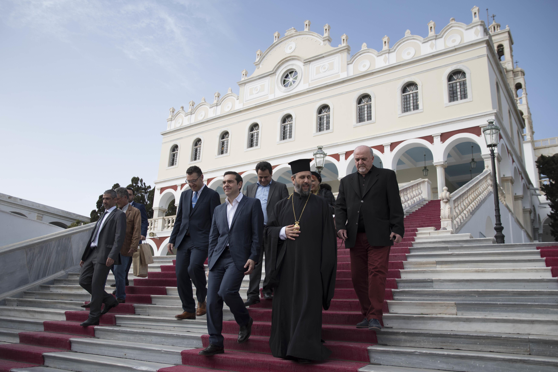 Τσίπρας από την Τήνο: Τώρα πρέπει να πάρουμε κρίσιμες αποφάσεις για την Ελλάδα της νέας