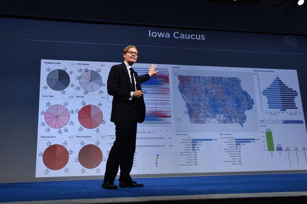 사진은 케임브리지 애널리티카(CA)의 CEO 알렉산더 닉스가 2016년 9월19일 미국 뉴욕에서 열린 '콩코르디아 서밋(Concordia Summit)'에서 발표를 하는 모습. 이...