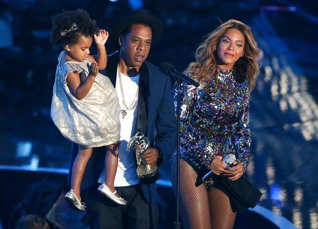 Η Blue Ivy, κόρη του Jay-Z και της Beyonce, αγόρασε έργο τέχνης για 19.000 δολάρια: «Για να μάθει τη...