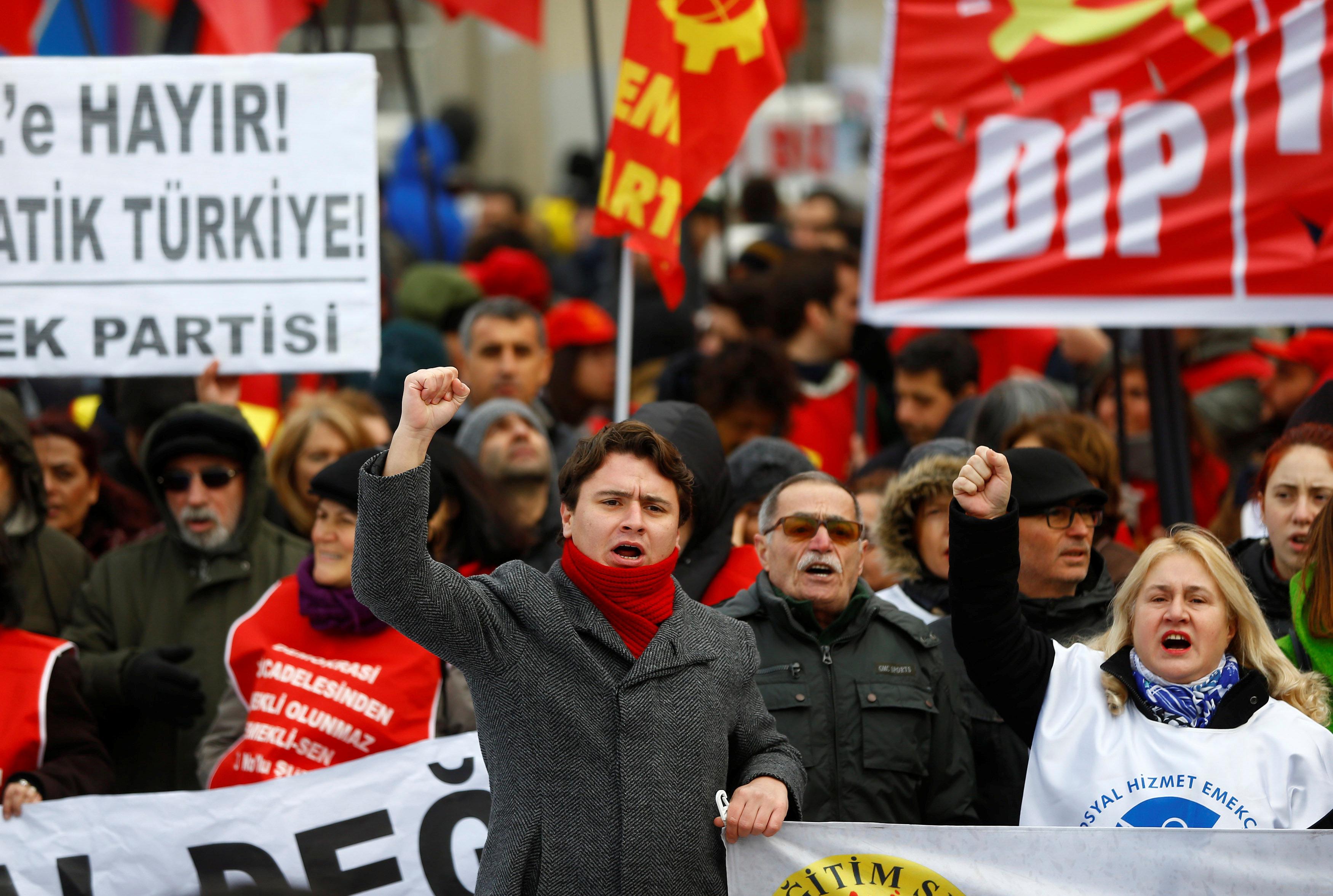 L'ONU dénonce état d'urgence et violations des droits en Turquie
