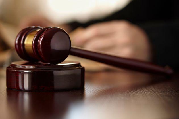 La chambre de référé près la Cour d'Alger déclare son incompétence...