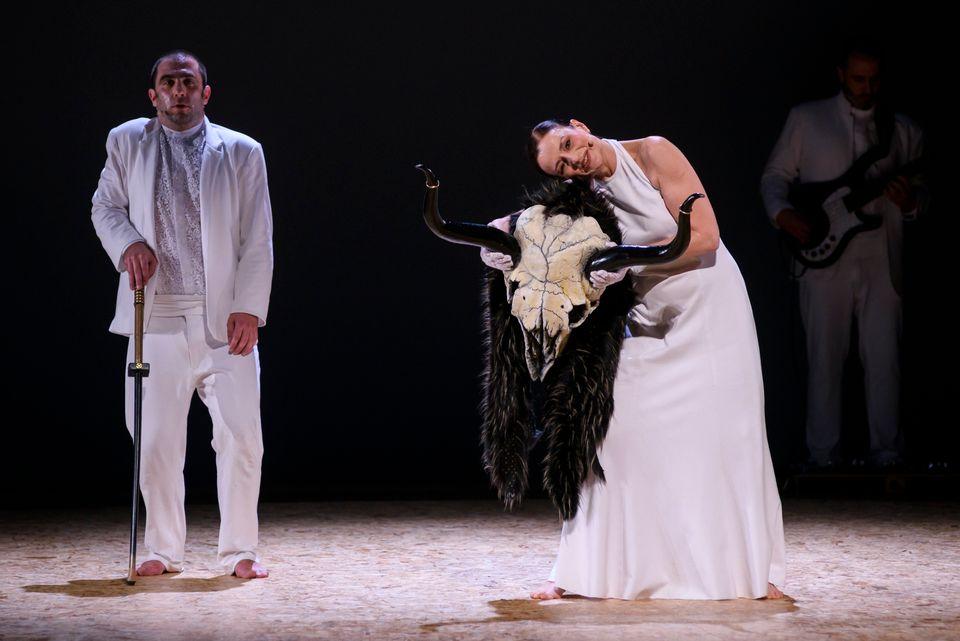 Αρης Μπινιάρης για τις «Βάκχες»: Η μουσική μίας θεατρικής παράστασης είναι ο εσωτερικός παλμός