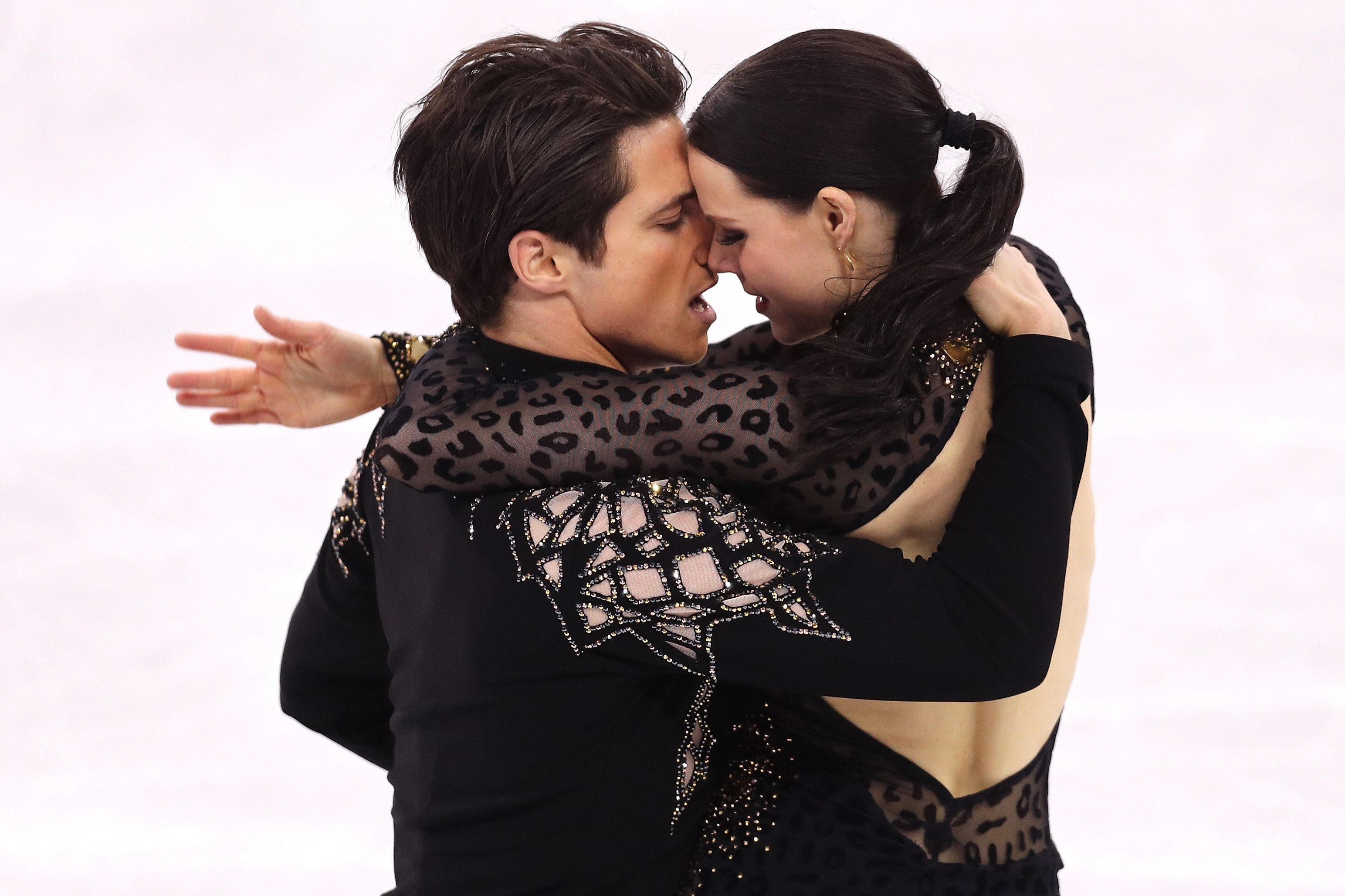 Ellen Grills Tessa Virtue And Scott Moir On Whether They're Dating