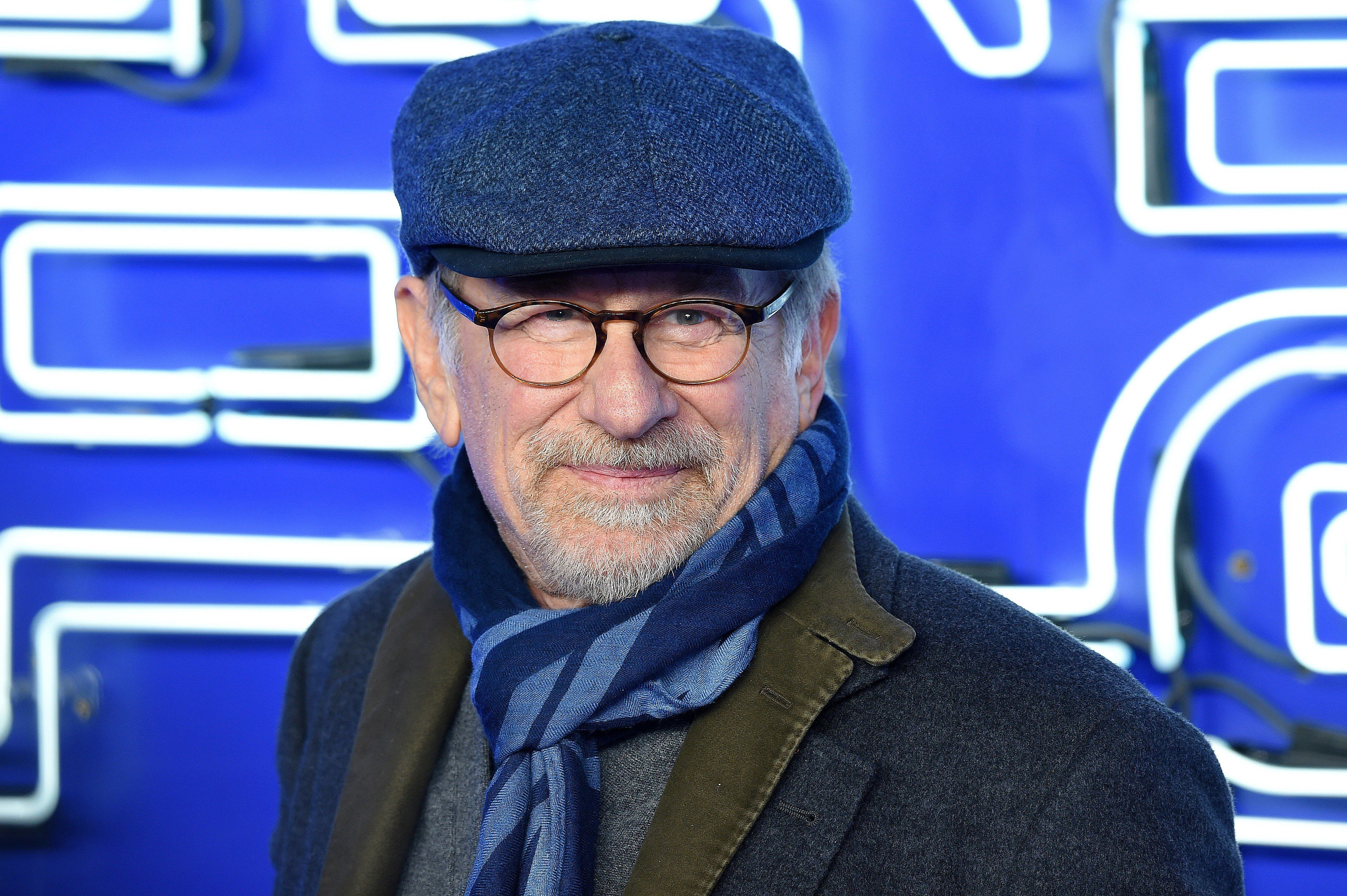 US film director Steven Spielberg poses on the red carpet upon arrival to attend the European premiere of the film 'Ready Player One' in London on March 19, 2018. / AFP PHOTO / Anthony HARVEY        (Photo credit should read ANTHONY HARVEY/AFP/Getty Images)