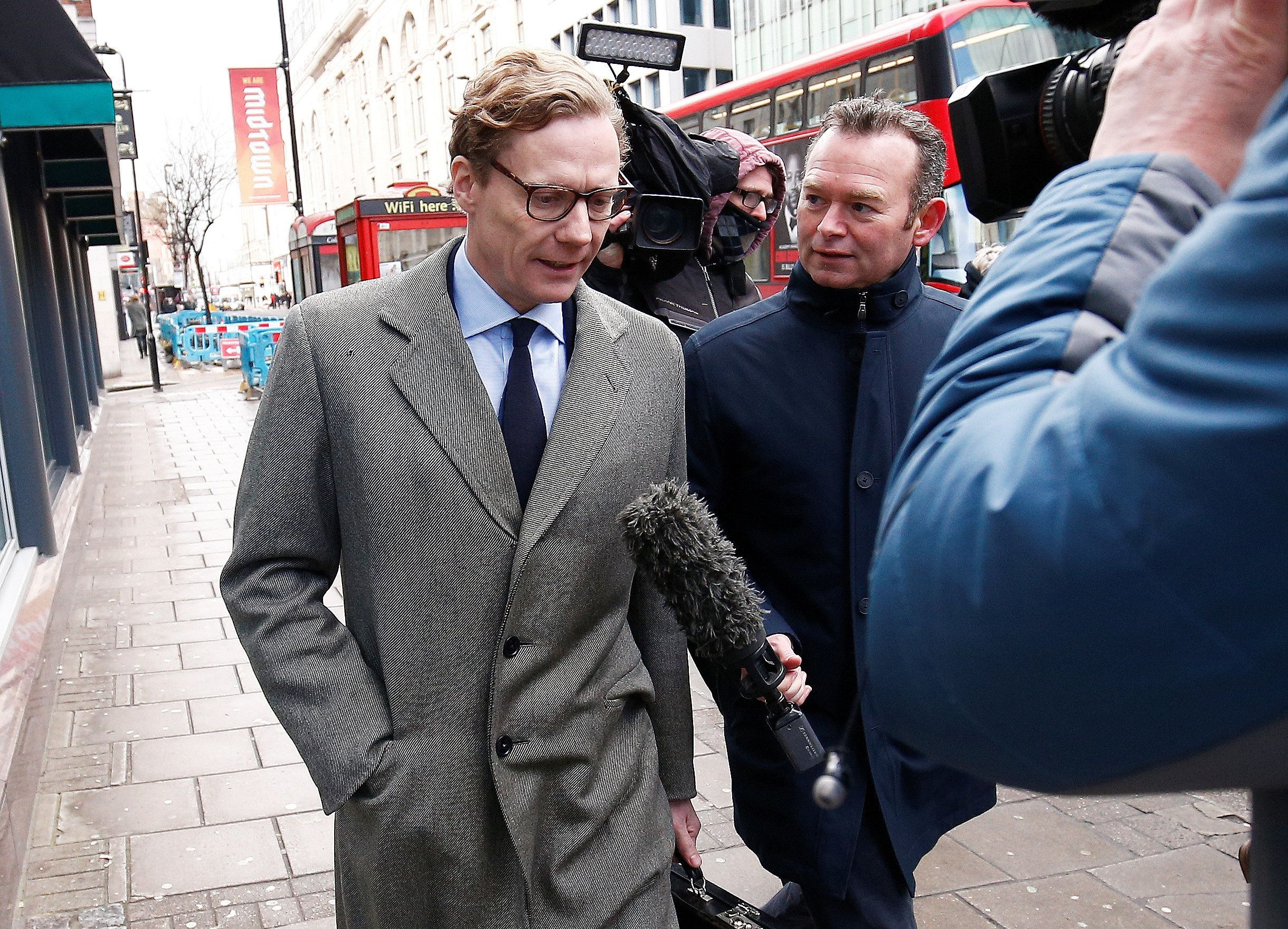 Alexander Nix, CEO of Cambridge Analytica arrives at the offices of Cambridge Analytica in central London, Britain, March 20, 2018. REUTERS/Henry Nicholls
