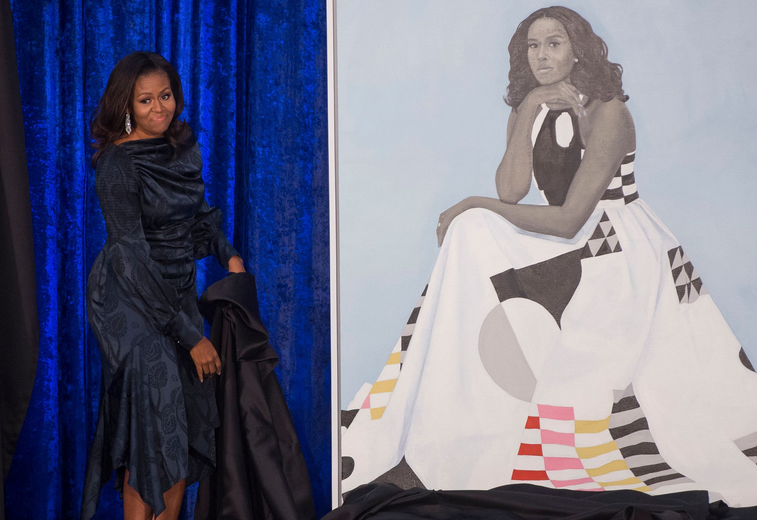 Former US First Lady Michelle Obama unveils her portrait at the Smithsonian's National Portrait Gallery in Washington, DC, February 12, 2018. / AFP PHOTO / SAUL LOEB / RESTRICTED TO EDITORIAL USE - MANDATORY MENTION OF THE ARTIST UPON PUBLICATION - TO ILLUSTRATE THE EVENT AS SPECIFIED IN THE CAPTION        (Photo credit should read SAUL LOEB/AFP/Getty Images)