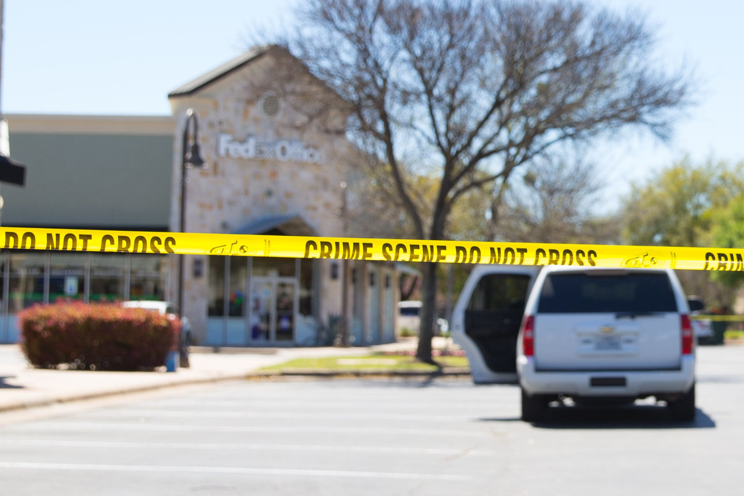 Police and FBI Agents investigate at the Sunset Valley FedEx store located on Brodie Lane in Austin, Texas, which is linked to the package bomb which exploded on a conveyor belt in the sorting facility in Schertz, Texas on March 20, 2018. A package exploded at a FedEx distribution facility in Texas, news reports said, two days after the latest in a series of blasts in Austin attributed to a serial bomber. / AFP PHOTO / SUZANNE CORDEIRO        (Photo credit should read SUZANNE CORDEIRO/AFP/Getty Images)