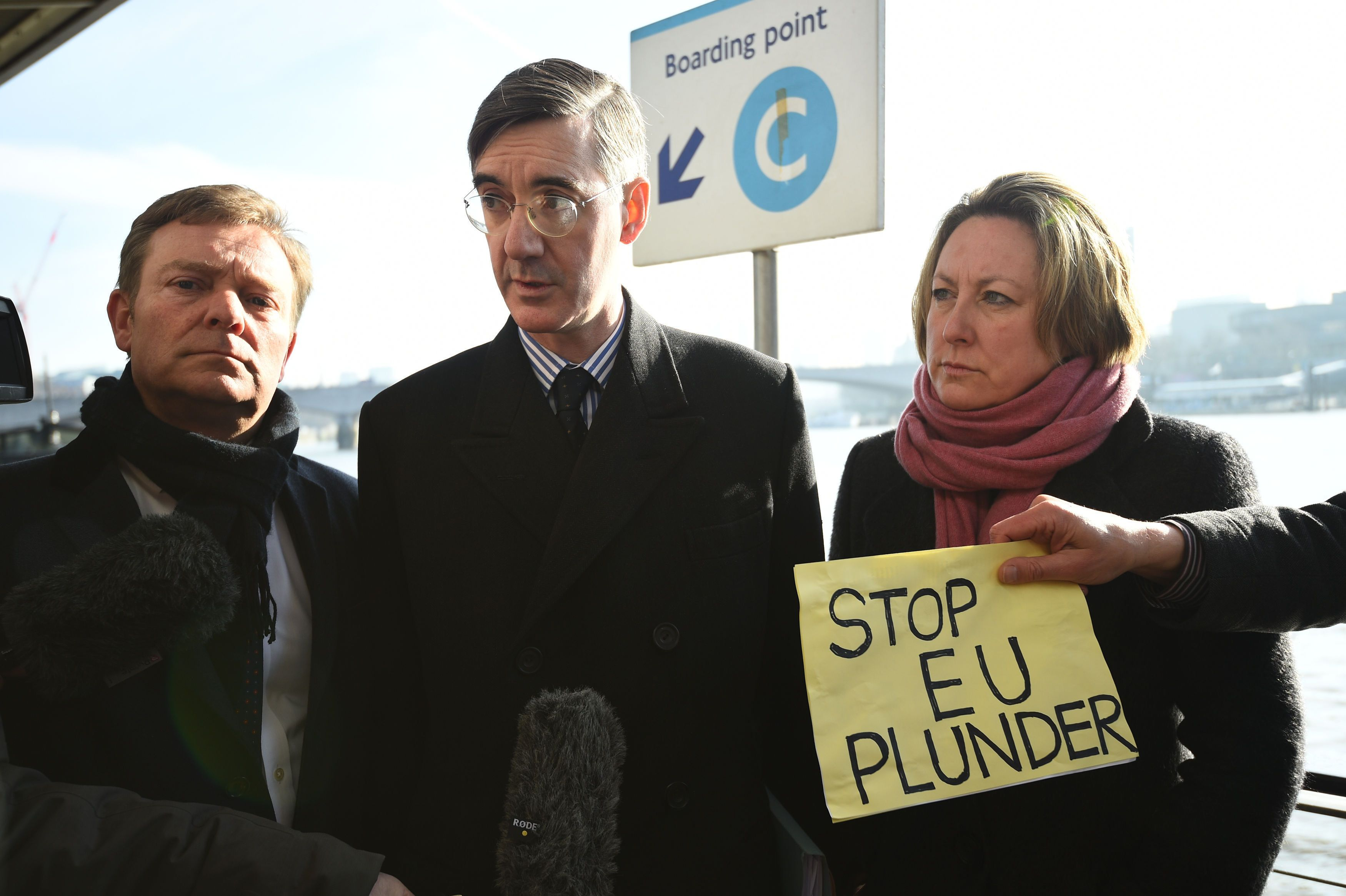 Farage returns to Thames to make fisheries protest