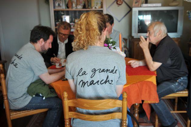 Freiwillige von En Marche 2016 im Gespräch mit