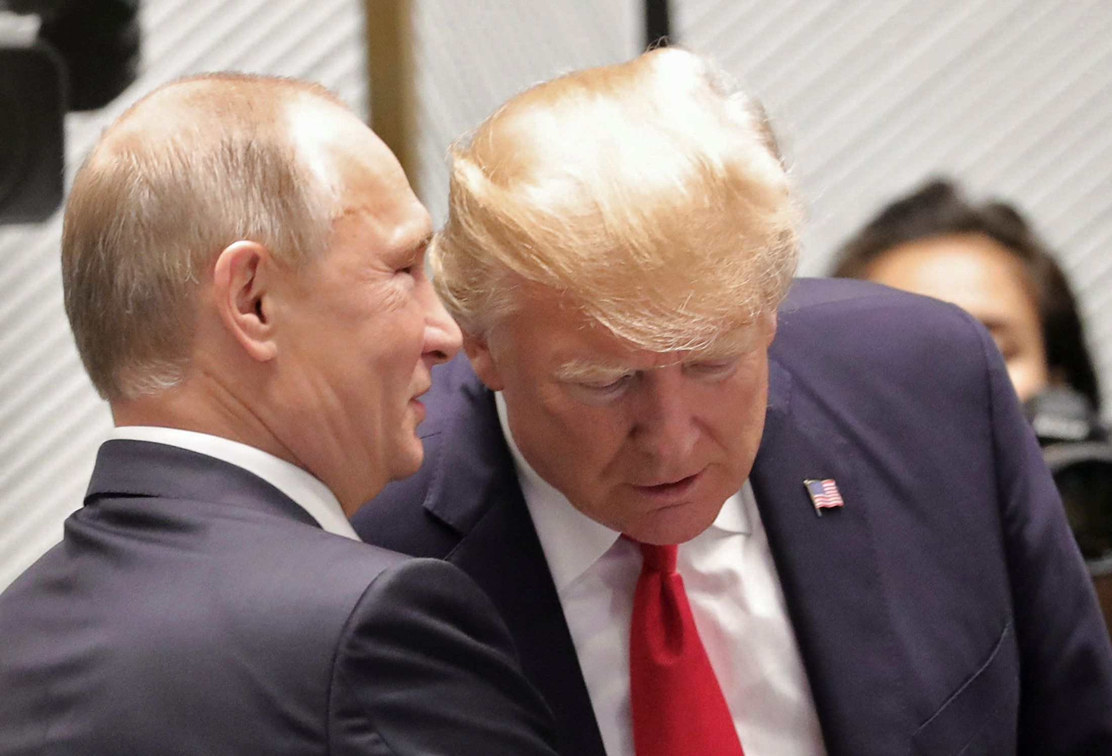 U.S. President Donald Trump and Russian President Vladimir Putin talk before a session of the APEC summit in Danang, Vietnam November 11, 2017. Sputnik/Mikhail Klimentyev/Kremlin via REUTERS ATTENTION EDITORS - THIS IMAGE WAS PROVIDED BY A THIRD PARTY.