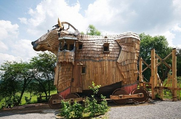 """<a href=""""http://www.labaladedesgnomes.be/"""" target=""""_blank"""">La Balade des Gnomes</a>in Heyd, Belgium, has a """"Trojan Hors"""