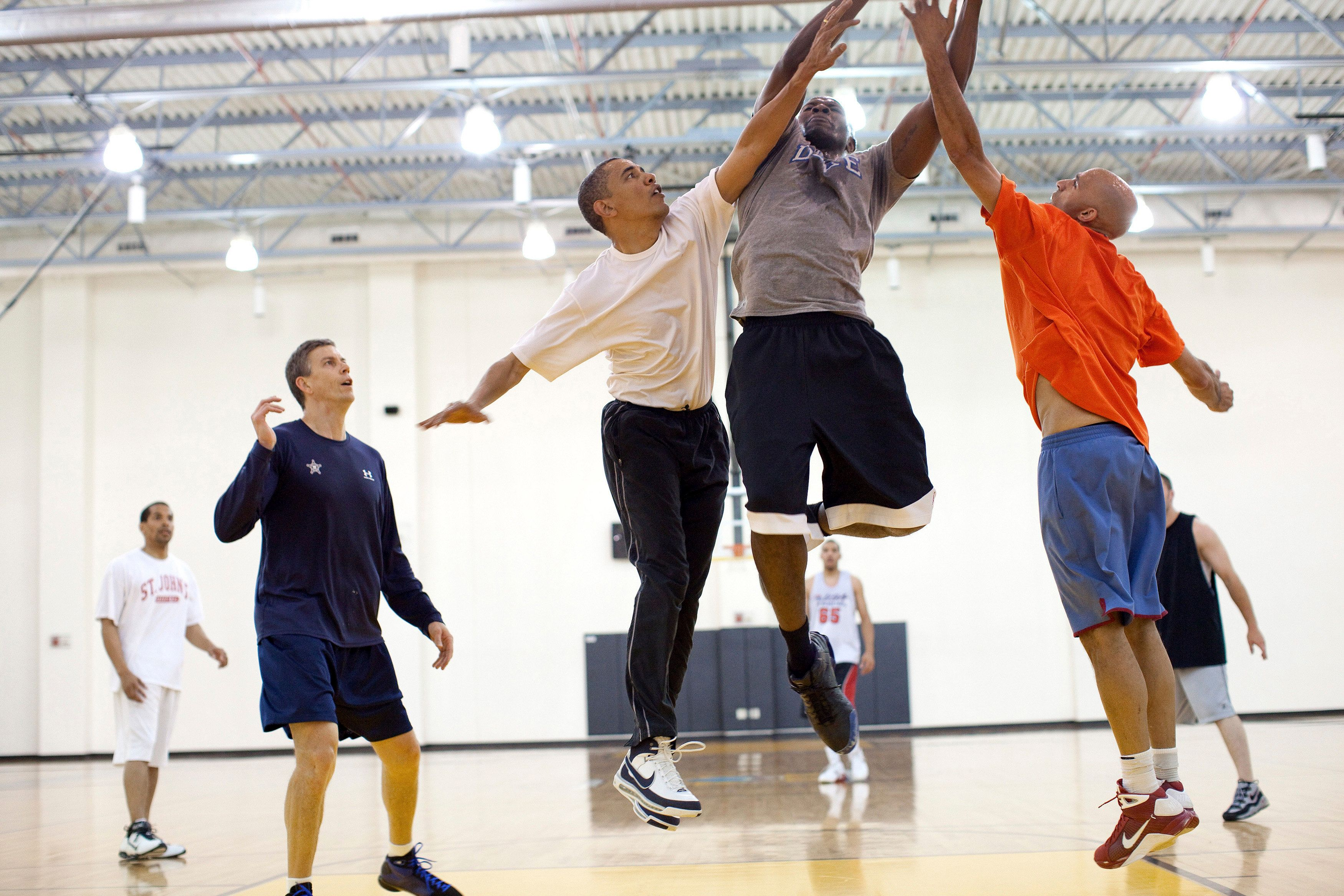 U.S. President Barack Obama (3rd L) attempts to block a shot by personal aide Reggie Love during a basketball game at Fort McNair in Washington, in this White House handout photograph taken on May 16, 2010 and released on June 7, 2010. REUTERS/Pete Souza/The White House (UNITED STATES - Tags: POLITICS) FOR EDITORIAL USE ONLY. NOT FOR SALE FOR MARKETING OR ADVERTISING CAMPAIGNS