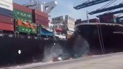 Βίντεο: Σύγκρουση φορτηγών πλοίων στο Καράτσι- κοντέινερ κατέληξαν στη
