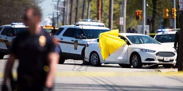 La police américaine abat de 20 balles Stephon Clark, un jeune noir, dans son jardin. Elle le pensait...