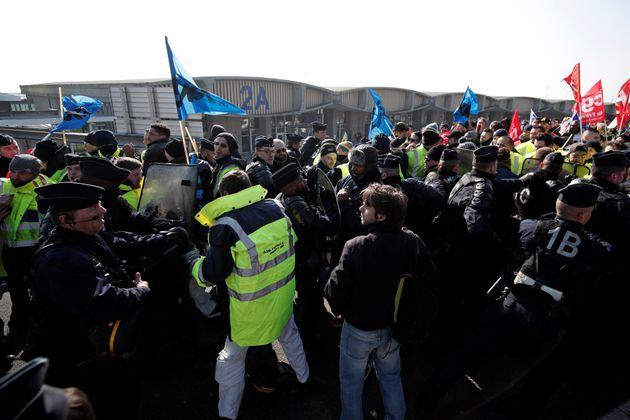Γαλλία: Συμπλοκές μεταξύ νεαρών διαδηλωτών και αστυνομικών πριν από τις πορείες στο