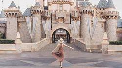 Cette blogueuse s'invente un voyage à Disneyland et piège tout le monde pour faire passer un message