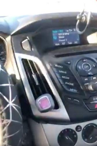 """""""Mein Herz pochte wie wild"""": Junge Frau ist sich sicher, eine Botschaft ihrer toten Schwester übers Radio erhalten zu haben"""