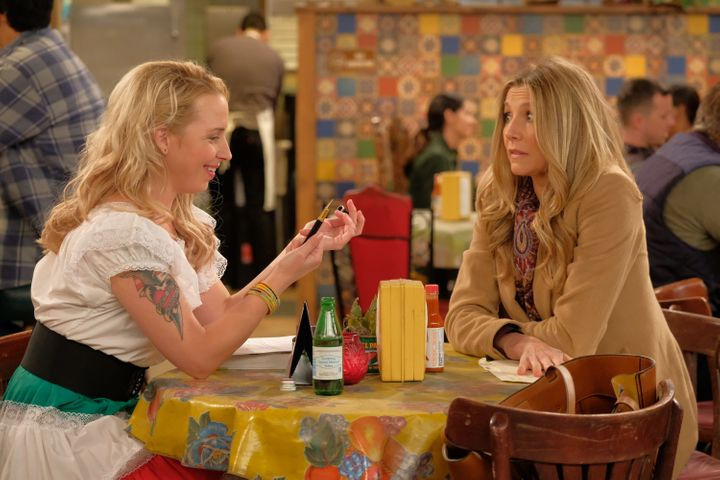 "Lecy Goranson and Sarah Chalke on ""Roseanne."""