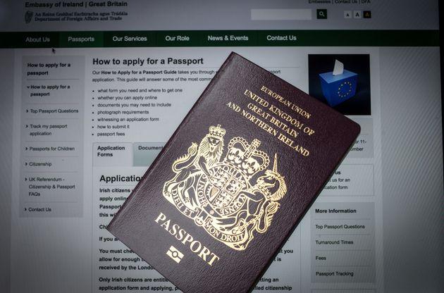 브렉시트 이후 상징적인 '오리지널' 영국 여권은 유럽 업체가