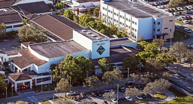 총기사고를 겪은 플로리다 고등학교에 생긴