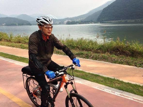 2013년10월 북한강 자전거 길을 달리는 이명박 전