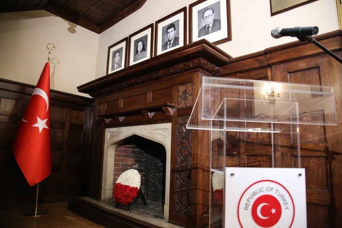 Τελετή και μνημείο στην τουρκική πρεσβεία για τους Τούρκους διπλωμάτες που έπεσαν θύματα τρομοκρατίας στην
