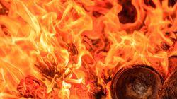 Amerikanische Studentinnen wollen Pasta kochen und setzen stattdessen die Küche in Brand