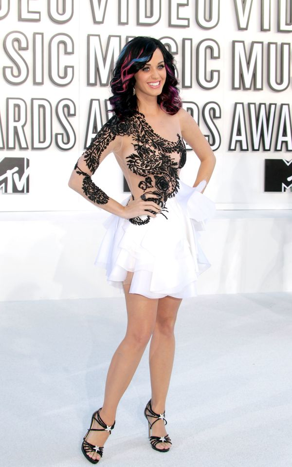 """In a <a href=""""http://www.redcarpet-fashionawards.com/2010/09/13/2010-mtv-vmas-katy-perry-in-marchesa/"""" target=""""_blank"""">Marche"""